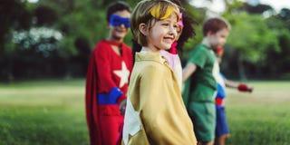 Εύθυμη έννοια διασκέδασης φαντασίας φιλοδοξίας παιδιών Superhero Στοκ φωτογραφία με δικαίωμα ελεύθερης χρήσης