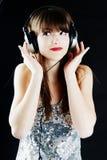 εύθυμη γυναίκα ακουστι& στοκ φωτογραφία