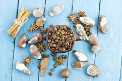 Εύθυμη διάθεση με τον καφέ και τη σοκολάτα Τοπ άποψη σύνθεσης καφέ Στοκ φωτογραφίες με δικαίωμα ελεύθερης χρήσης
