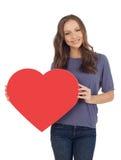 Εύθυμη νέα γυναίκα με το έμβλημα καρδιών Στοκ Φωτογραφίες