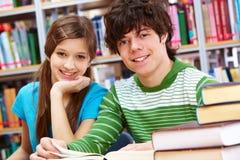 Εύθυμοι συμμαθητές στοκ φωτογραφία με δικαίωμα ελεύθερης χρήσης