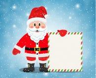 Εύθυμος Άγιος Βασίλης που στέκεται με το έμβλημα Χριστουγέννων ελεύθερη απεικόνιση δικαιώματος