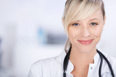 Εύθυμος γιατρός Στοκ εικόνα με δικαίωμα ελεύθερης χρήσης