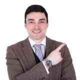 Εύθυμος επιχειρηματίας που δείχνει σε κάτι που απομονώνεται στο λευκό Στοκ φωτογραφία με δικαίωμα ελεύθερης χρήσης