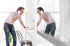 Εύθυμος επιχειρηματίας που μιλά στο τηλέφωνό του Στοκ Εικόνες