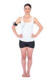 Εύθυμος λεπτός πρότυπος φορώντας armband φορέας εκμετάλλευσης mp3 Στοκ Φωτογραφίες