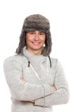 Εύθυμος νεαρός άνδρας στο καπέλο γουνών. Στοκ Εικόνες
