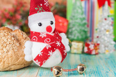 Εύθυμος χιονάνθρωπος Χριστουγέννων Στοκ Φωτογραφίες