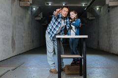 Εύθυμος χρόνος εξόδων πατέρων φροντίδας με την κόρη του Στοκ Εικόνα