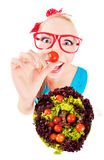 Εύθυμο αστείο παιχνίδι κοριτσιών με τη σαλάτα Στοκ Εικόνα