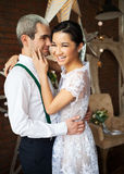 Εύθυμο ευτυχές παντρεμένο ζευγάρι Στοκ εικόνα με δικαίωμα ελεύθερης χρήσης