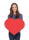 Εύθυμο κορίτσι με το έμβλημα καρδιών Στοκ Εικόνα