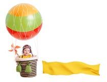 Εύθυμο κορίτσι παιδιών στο μπαλόνι ζεστού αέρα που απομονώνεται επάνω στοκ φωτογραφίες
