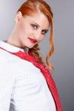 Εύθυμο κόκκινο κορίτσι τρίχας Στοκ Φωτογραφία