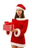 Εύθυμο Santa που προσφέρει ένα χριστουγεννιάτικο δώρο. Στοκ φωτογραφίες με δικαίωμα ελεύθερης χρήσης