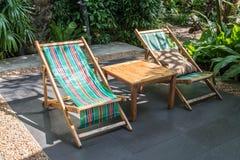 Εύκολες καρέκλες στον κήπο Στοκ φωτογραφία με δικαίωμα ελεύθερης χρήσης
