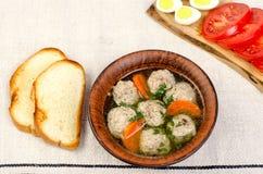 Εύκολη σούπα διατροφής με τα άσπρα στρογγυλά κεφτή κρέατος Στοκ Εικόνες
