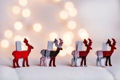 Ελάφια Χριστουγέννων σε ένα άσπρο υπόβαθρο bokeh Στοκ εικόνα με δικαίωμα ελεύθερης χρήσης
