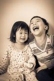 Ελάχιστα ασιατικά (ταϊλανδικά) παιδιά ευτυχώς Στοκ Εικόνες