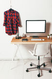 Ελάχιστο γραφείο στο άσπρο υπόβαθρο Στοκ Εικόνα