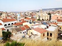 Ελλάδα Πόλη Chania γυαλί επάνω στην όψη Κόκκινες στέγες της Κρήτης Πανόραμα του χρωμίου Στοκ Εικόνα