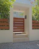 Ελλάδα, σύγχρονη πόρτα σπιτιών Στοκ φωτογραφία με δικαίωμα ελεύθερης χρήσης