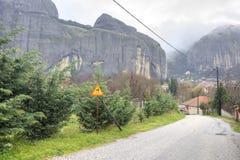 Ελλάδα Meteora Μοναστήρι σε έναν βράχο Δρόμος Στοκ εικόνα με δικαίωμα ελεύθερης χρήσης