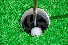 ελέγξτε τις απεικονίσεις γκολφ λεσχών περισσότερο παρακαλώ το χαρτοφυλάκιό μου αθλητικό Πράσινοι τομέας και σφαίρα στη χλόη Στοκ εικόνες με δικαίωμα ελεύθερης χρήσης