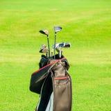 ελέγξτε τις απεικονίσεις γκολφ λεσχών περισσότερο παρακαλώ το χαρτοφυλάκιό μου αθλητικό Τσάντα με τα γκολφ κλαμπ Στοκ φωτογραφία με δικαίωμα ελεύθερης χρήσης