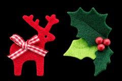 Ελαιόπρινος Χριστουγέννων με τα κόκκινους μούρα και τον τάρανδο Στοκ εικόνες με δικαίωμα ελεύθερης χρήσης