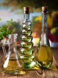 Ελαιόλαδα στα μπουκάλια, μεσογειακό αγροτικό θέμα Στοκ Φωτογραφίες
