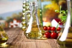 Ελαιόλαδα στα μπουκάλια, μεσογειακό αγροτικό θέμα Στοκ εικόνες με δικαίωμα ελεύθερης χρήσης