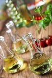 Ελαιόλαδα στα μπουκάλια, μεσογειακό αγροτικό θέμα Στοκ εικόνα με δικαίωμα ελεύθερης χρήσης