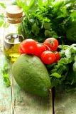 Ελαιόλαδο λαχανικών (αβοκάντο, ντομάτα) και χορτάρια Στοκ Φωτογραφίες