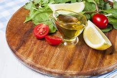 Ελαιόλαδο, φέτα λεμονιών και φρέσκες ντομάτες κερασιών Στοκ Φωτογραφίες
