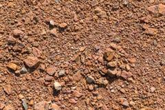 Εδαφολογική σύσταση, καφετιά σύσταση επίγειου χώματος που αναμιγνύεται με τους μικρούς βράχους Στοκ εικόνες με δικαίωμα ελεύθερης χρήσης