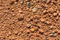 Εδαφολογική σύσταση, καφετιά σύσταση επίγειου χώματος που αναμιγνύεται με τους μικρούς βράχους Στοκ φωτογραφία με δικαίωμα ελεύθερης χρήσης