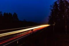 Ελαφριά ίχνη από την κυκλοφορία εθνικών οδών Στοκ Φωτογραφίες