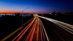 Ελαφριά ίχνη από overpass στοκ φωτογραφία με δικαίωμα ελεύθερης χρήσης