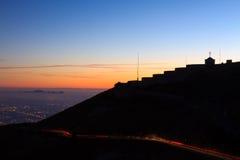 Ελαφριά ίχνη με να ενσωματώσει τη σκιαγραφία Στοκ φωτογραφία με δικαίωμα ελεύθερης χρήσης