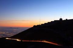 Ελαφριά ίχνη με να ενσωματώσει τη σκιαγραφία Στοκ εικόνα με δικαίωμα ελεύθερης χρήσης