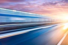 Ελαφριά ίχνη στον αυτοκινητόδρομο τη νύχτα Στοκ Εικόνες