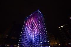 Ελαφριά εγκατάσταση μονόλιθων που τροφοδοτείται από τη Mercedes-Benz από Hyperbinary στην οδό του Παρισιού δίπλα στην παλαιά Time Στοκ φωτογραφία με δικαίωμα ελεύθερης χρήσης