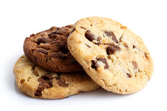 Ελαφριά και σκοτεινά μπισκότα τσιπ σοκολάτας που απομονώνονται στο λευκό Στοκ Φωτογραφίες