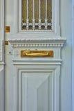 Ελαφριά κυανή κομψή πόρτα Στοκ φωτογραφία με δικαίωμα ελεύθερης χρήσης