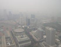 Ελαφριά ομίχλη πέρα από τη Σιγκαπούρη Στοκ εικόνα με δικαίωμα ελεύθερης χρήσης