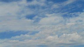 Ελαφριά whispy σύννεφα απόθεμα βίντεο