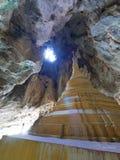 Ελαφριές ακτίνες που εισάγουν τη yathaypyan σπηλιά στο stupa Στοκ φωτογραφίες με δικαίωμα ελεύθερης χρήσης