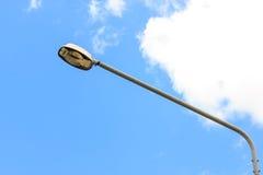 Ελαφριοί πόλοι και ουρανός Στοκ φωτογραφία με δικαίωμα ελεύθερης χρήσης