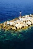 Ελαφρύς πύργος επάνω από τους βράχους στον αιγαίο Στοκ φωτογραφίες με δικαίωμα ελεύθερης χρήσης